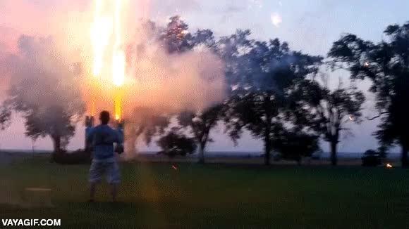 Enlace a Hay personas muy temerarias con esto de los fuegos artificiales