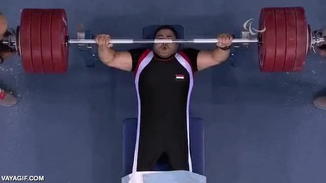 Enlace a Récord paralímpico de halterofilia con un total de 241 kg. ¡Esto es superación!