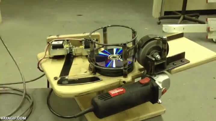 Enlace a ¿Por qué no hacer una máquina de disparar CDs?