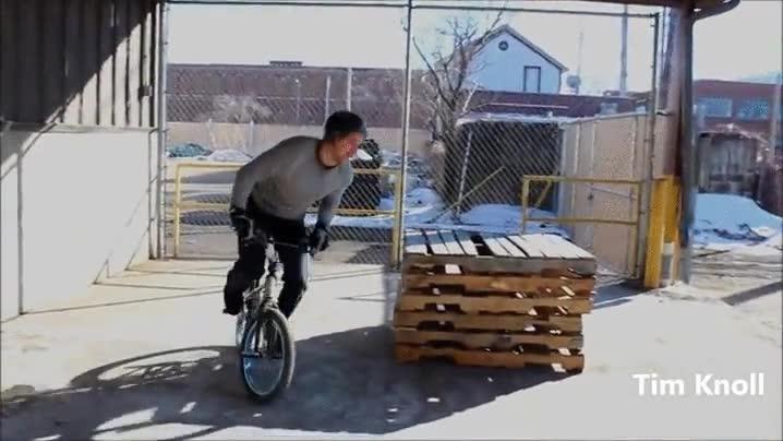 Enlace a Hay gente que con una BMX es capaz de hacer maravillas