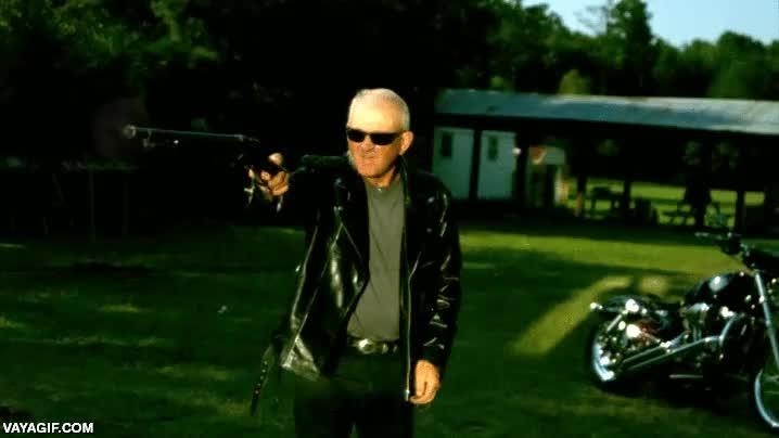 Enlace a Terminator es un aprendiz al lado de este tío duro