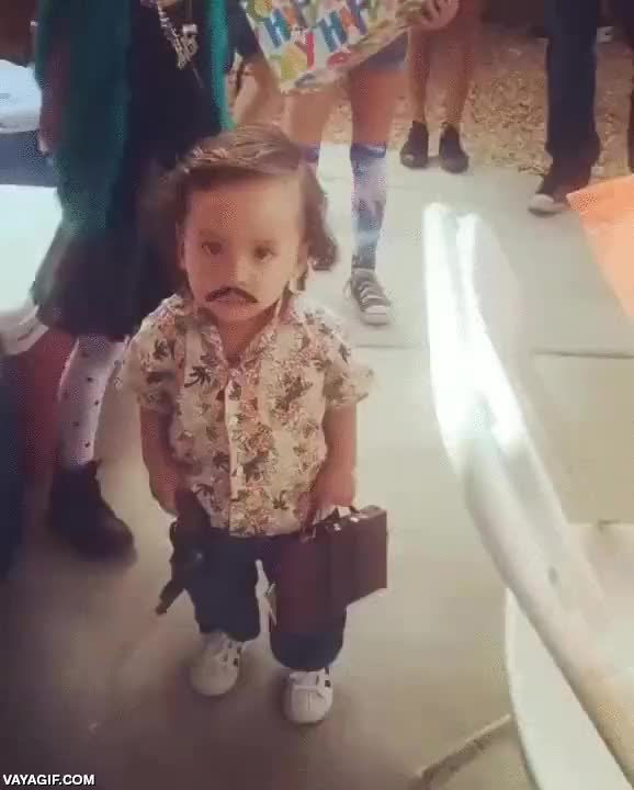 Enlace a Si disfrazas así a tu hijo pequeño para Halloween, luego no te quejes si te sale mafioso