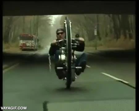Enlace a No todos los moteros van en Harley
