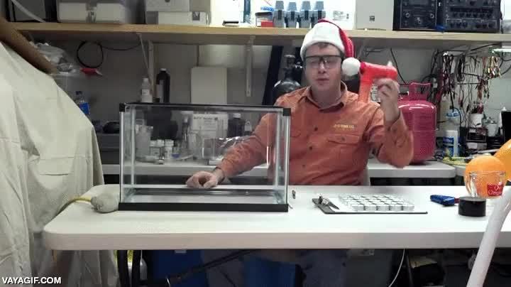 Enlace a No es magia, es ciencia, el hexafluoruro de azufre cinco veces más pesado que el aire