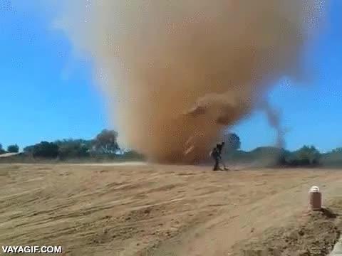 Enlace a Y así se alimentan los tornados del desierto