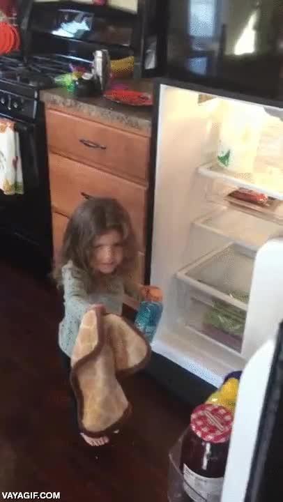 Enlace a La emoción sobrecoge a esta niña al reencontrarse con su juguete favorito perdido