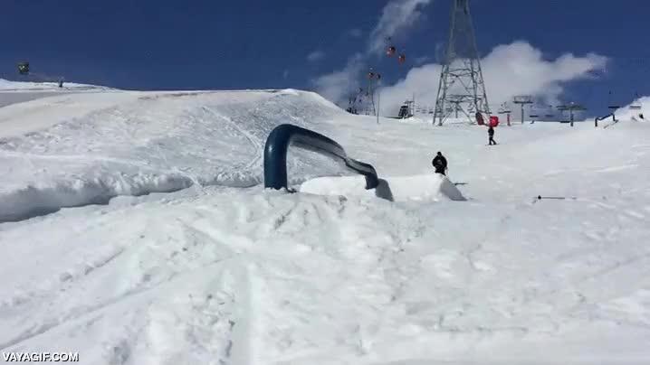 Enlace a Por si grindar una barandilla con los esquís no fuese lo bastante complicado...