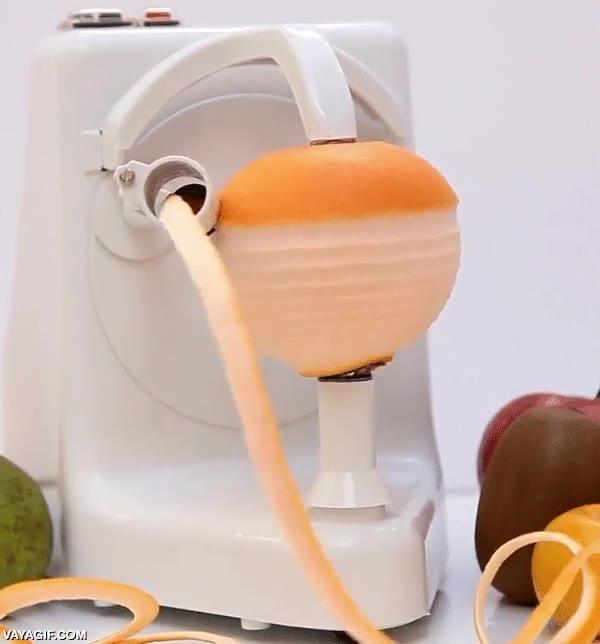 Enlace a Una máquina bastante efectiva para pelar naranjas, ¡quiero una!