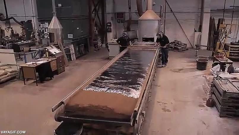 Enlace a Así se hacían tradicionalmente las láminas de plomo