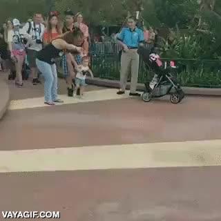 Enlace a Nada se puede comparar a la genuina ilusión de una niña pequeña en Disneyland