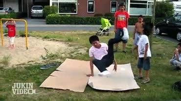 Enlace a Aprende algo del vídeo, no te acerques a un bailarín de breakdance mientras hace sus cosas