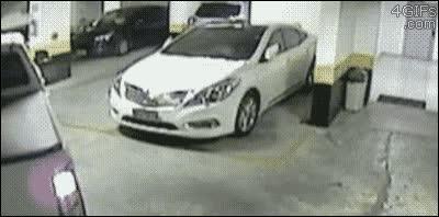 Enlace a ¿Así que aparcas separado de la columna para que no te rayen el coche? Ahá...