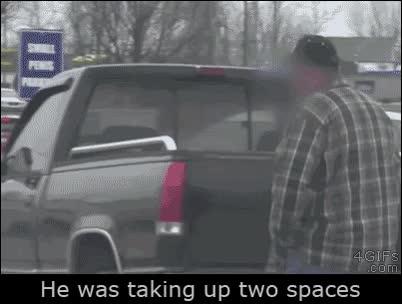 Enlace a Y así se les da una lección a los conductores que aparcan usando dos plazas de parking