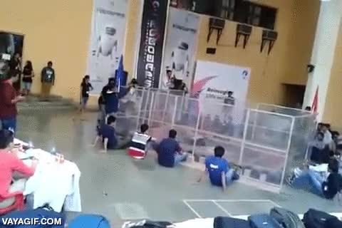 Enlace a En las luchas de robots pueden ocurrir accidentes