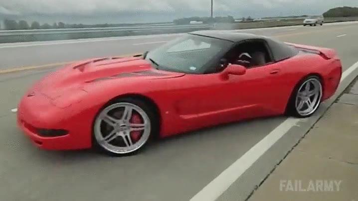 Enlace a Cuando un inútil se compra un coche caro y piensa que la habilidad al volante viene como extra