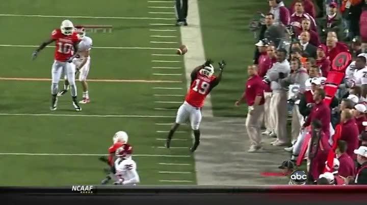 Enlace a Salvando un balón in extremis y dando un pase de touchdown sin quererlo