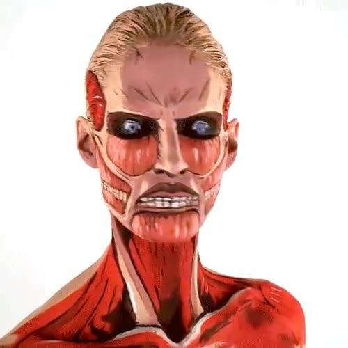 Enlace a Un maquillaje corporal de ''Ataque a los titanes'' que quita el hipo y te hace rozar el infarto
