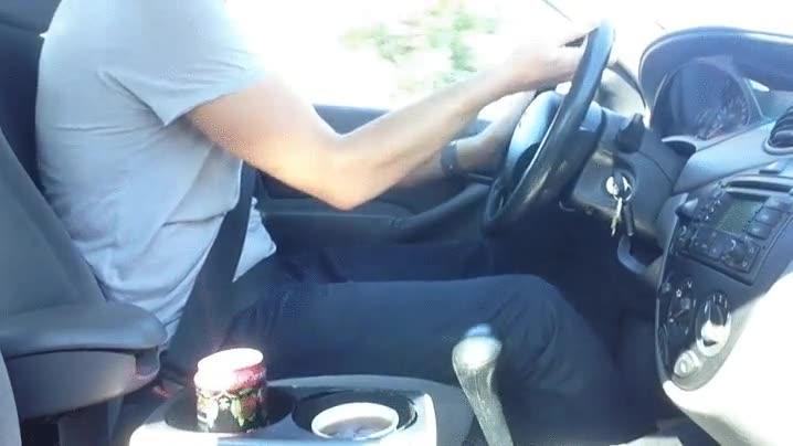Enlace a Un sistema de anti-volcado de líquidos para el coche