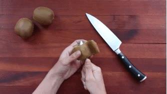 Enlace a Cómo pelar un kiwi con una cuchara