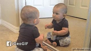 Enlace a Nadie recuerda la primera vez que se vio en un espejo, pero seguro que fue algo así