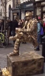 Enlace a La estatua humana que desafiaba a la gravedad