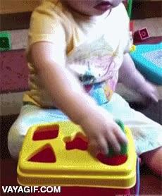 Enlace a Esta niña tiene una gran capacidad práctica para resolver problemas