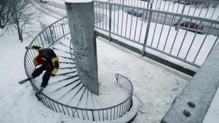 Enlace a ¿Crees que es posible grindar la barandilla de una escalera de caracol?