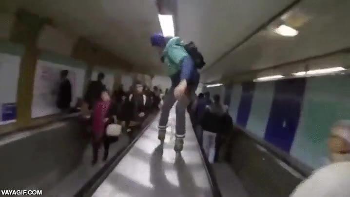 Enlace a Patinando en línea por el interior de los pasillos del metro de Paris
