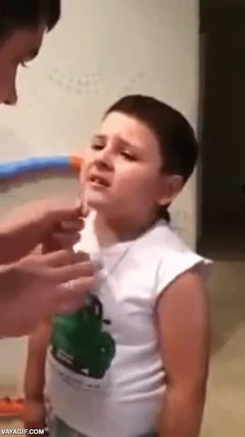 Enlace a Un tierno padre ruso le saca un diente a su hijo con ''mucha delicadeza''