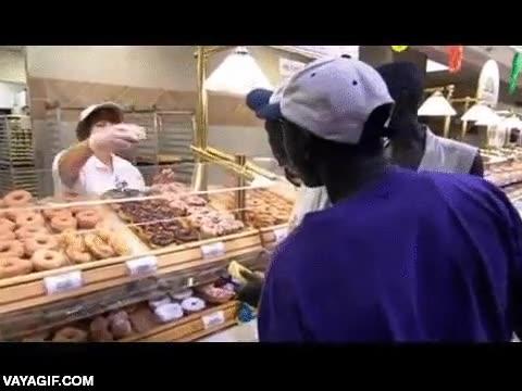 Enlace a Refugiados de Sudán en Estados Unidos flipan con tipos de comida que no habían visto nunca