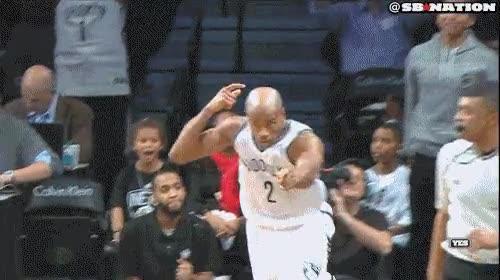 Enlace a Los Nets y los Mavericks se pasaron todo el partido lanzándose flechas