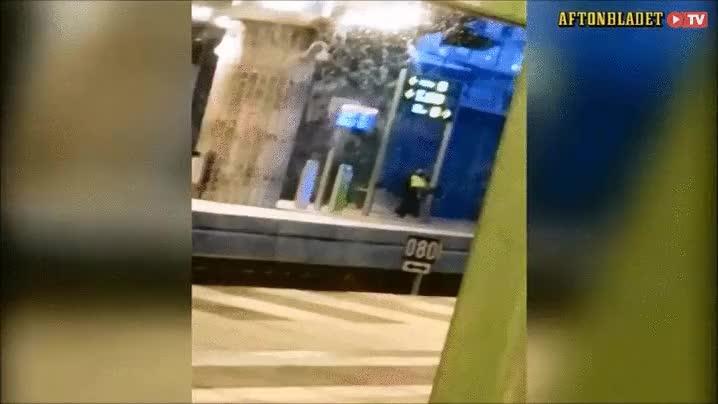Enlace a El policía sueco que hacía parkour por la calle para entrar en calor