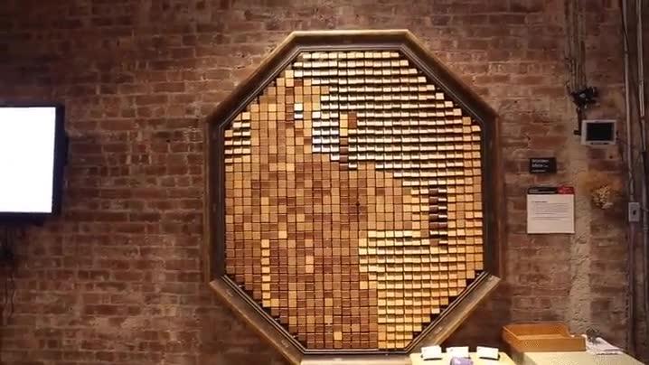 Enlace a Eres más inútil que un espejo de madera... no, espera...