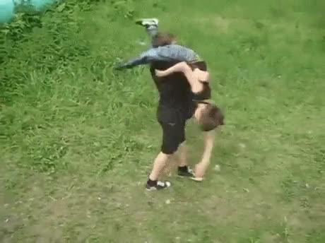 Enlace a Cuando te peleas con tu mejor amigo y acabas haciendo un pressing catch