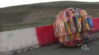 Enlace a Una bola gigante hecha con piezas de Lego