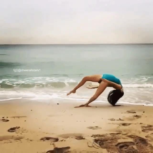 Enlace a No solo le sale mal la rueda en la playa, sino que acaba con una sorpresita final