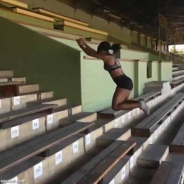 Enlace a Esto es potencia atlética, subir 29 escalones en 6 saltos