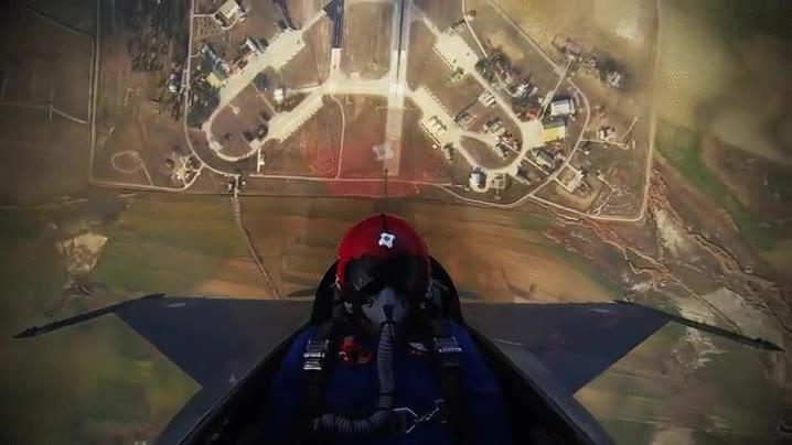 Enlace a Un F-16 subiendo a 4.500 metros en unos pocos segundos