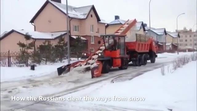 Enlace a Así limpian de nieve y hielo las calles de Rusia