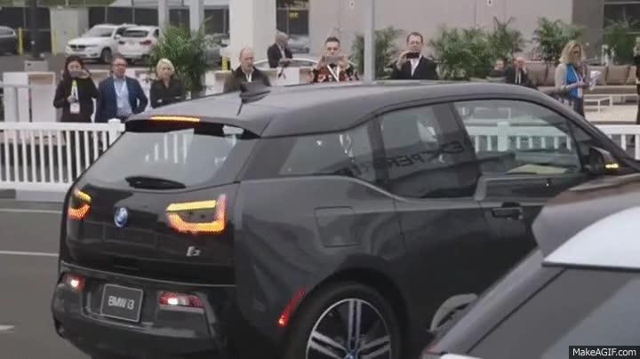 Enlace a Ahora tu BMW puede aparcarse solo de manera perfecta, más o menos