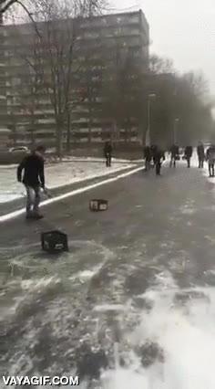 Enlace a El curling es un deporte que se puede jugar también en la calle en Holanda