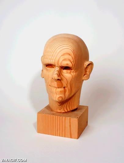 Enlace a El paso del tiempo en una escultura de madera animada