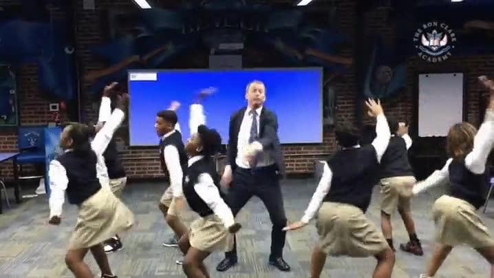 Enlace a Los blancos no saben bailar, bueno, casi todos