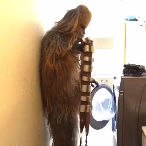 Enlace a Chewbacca haciendo la colada, no está preparado para las tecnologías humanas