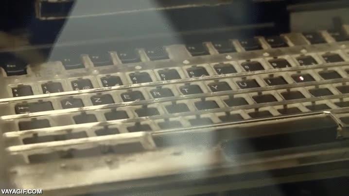 Enlace a Grabando con láser las letras y números de este teclado