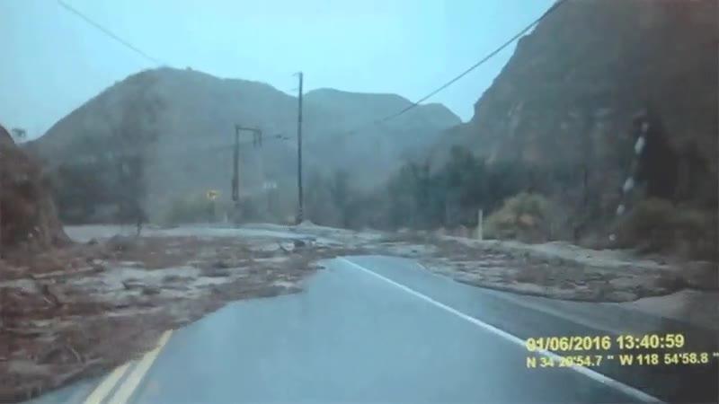 Enlace a Cuando te pilla una inundación por sorpresa en plena carretera de montaña
