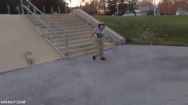 Enlace a Este skate no se cree la suerte que ha tenido, de poderse dejar los dientes a salir totalmente ileso