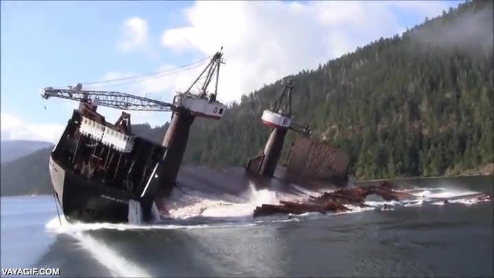 Enlace a La manera más efectiva de descargar un barco maderero lleno hasta arriba de troncos