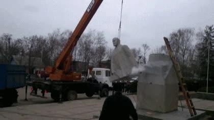 Enlace a Creo que esta es la demolición de una estatua presidencial más épica que he visto nunca
