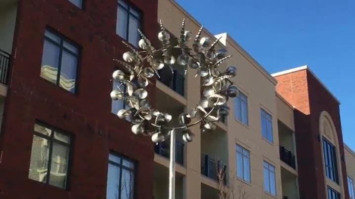 Enlace a Cada vez se curran más las esculturas de mi ciudad. Simplemente hipnótico